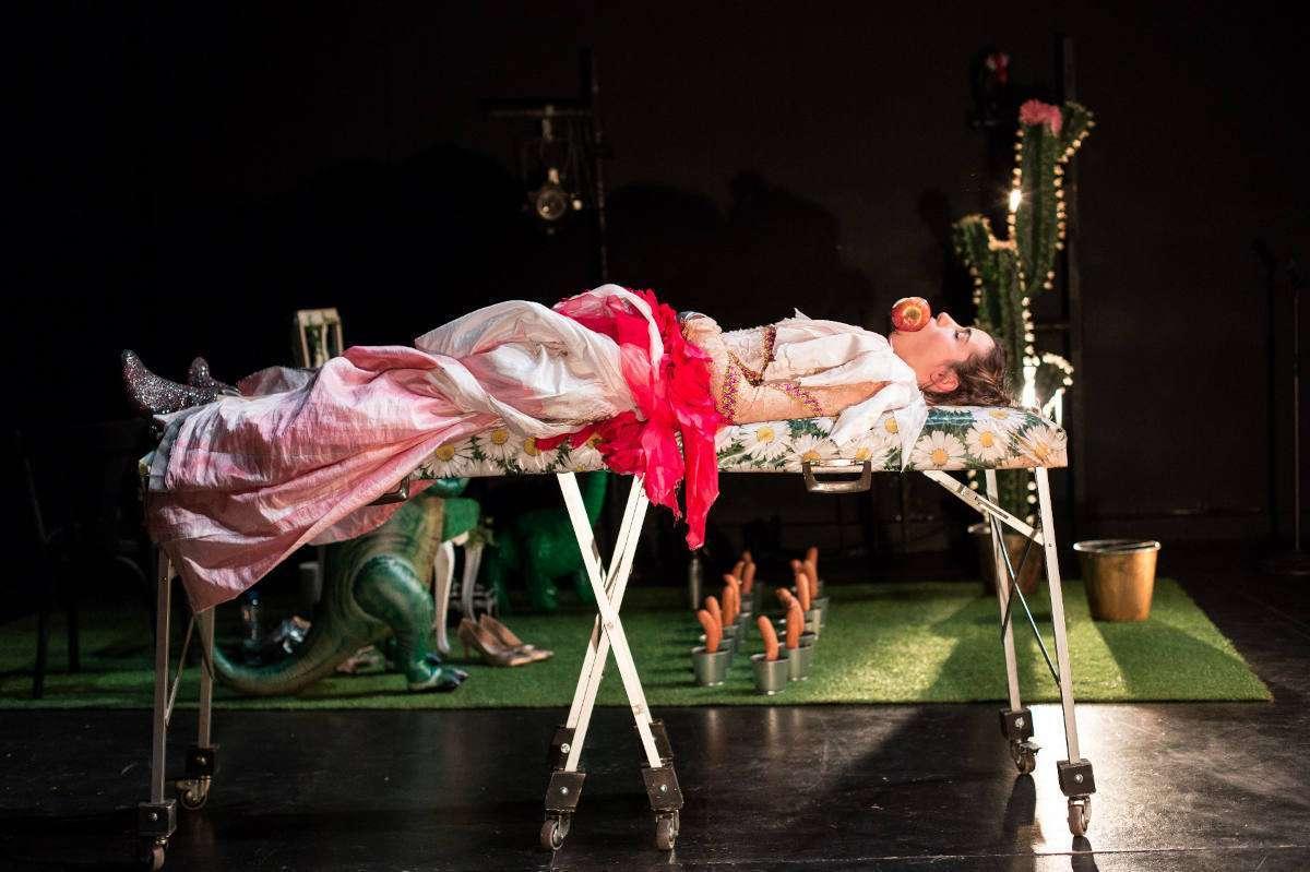 La Donna Immobile de La Intemerata teatro