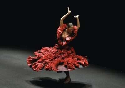 En la cuerda floja de la Compañía de danza Ana Morales.